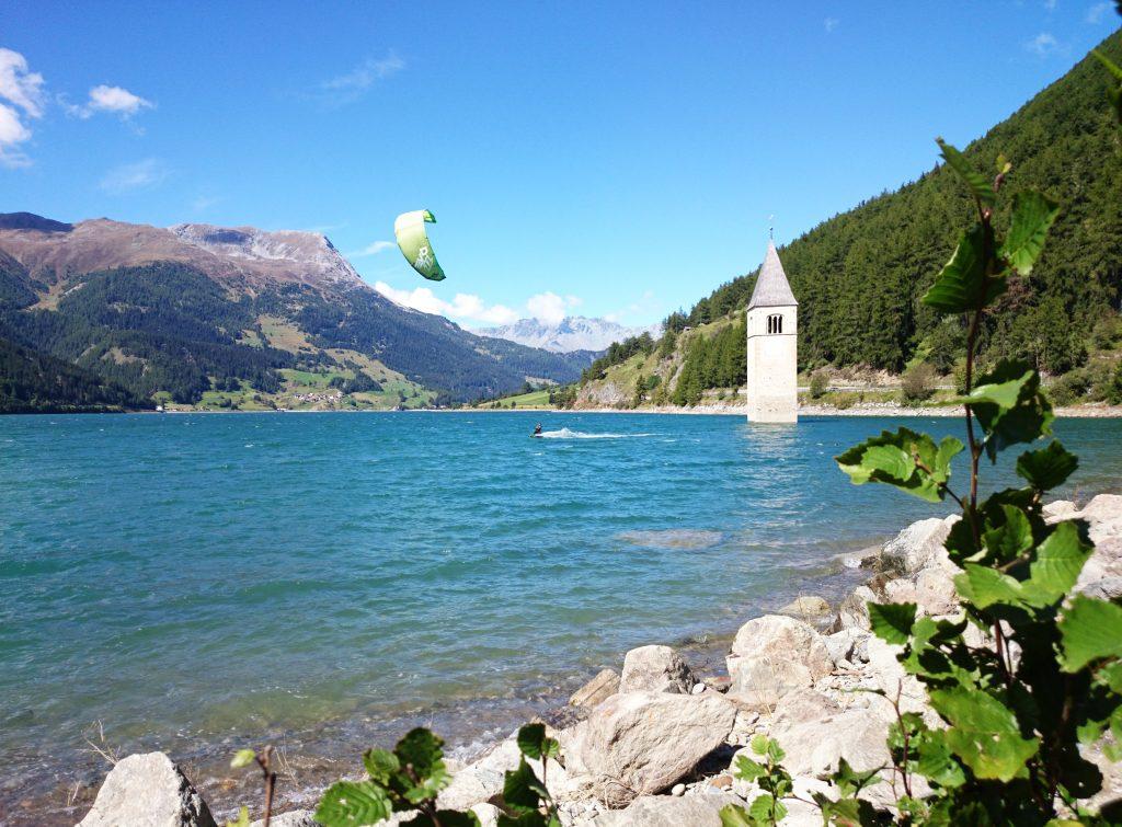 Dieses Bild hat ein leeres alt-Attribut; sein Dateiname ist reschensee-lago-di-resia-DSC_0044-1024x755.jpg.